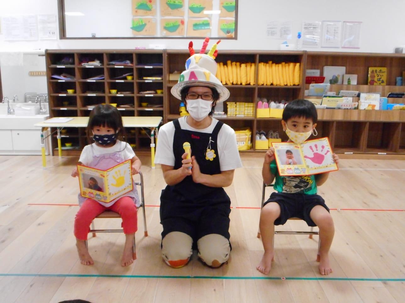 いろんな恰好をするので、子ども達にも人気な政村先生イメージ